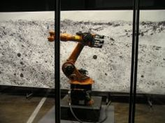 Robotlab des Allemands Matthias GOMMEL, Martina HAITZ et Jan ZAPPE se concrétise avec le dispositif Big Picture (2014). Il s'agit d'un bras articulé réalisant petit à petit un dessin de très grand format avec une infinité de détails et de précision, plus que en le pourrait l'être humain