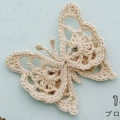 from Crochet girls styleWe have compiled a collection of simple crochet butterfly free patterns for you to get started. Crochet Butterfly Pattern, Crochet Motif, Crochet Doilies, Crochet Flowers, Crochet Lace, Crochet Patterns, Thread Crochet, Crochet Stitches, Borboleta Crochet