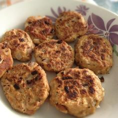 These tuna burgers are very simple to make!  Tuna in water, drained Mix with about half a cup of oats Minced onions 1 whole egg or 2 egg whites Mixed Herbs, black pepper garlic powder  mix it all up and formed into patties and panfried with either no oil or with corn oil/olive oil/sunflower oil.  I use my George Foreman!