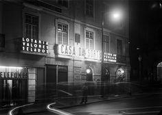 Reclame luminoso, Lisboa, Portugal  Fotógrafo: Estúdio Horácio Novais.  Fotografia sem data. Produzida durante a actividade do Estúdio Horácio Novais, 1930-1980