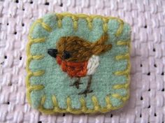 Such a lovely, simple brooch made with felt and embroidery! Fabric Art, Fabric Crafts, Sewing Crafts, Sewing Projects, Felt Projects, Textile Jewelry, Fabric Jewelry, Felt Embroidery, Embroidery Stitches