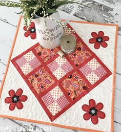 Garden Bug Table Topper | Bring your summer garden indoors with this DIY table topper!