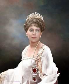 Princess Ileana of Roumania wearing a Spanish dress and a mantilla. Wearing a Spanish dress and mantilla Reine Victoria, Queen Victoria, Royal Tiaras, Tiaras And Crowns, Romanian Royal Family, Spanish Dress, Royal Beauty, Princess Elizabeth, Royal Jewelry