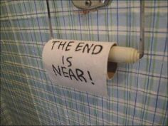 Funny mark on toilet paper: the end is near! (fun sign) - Funny mark on toilet paper: the end is near! (fun sign) Informations About Lustige Markierung an Klo - Funny April Fools Pranks, Funny Pranks, Funny Jokes, Memes Humor, Stupid Memes, Dump A Day, Camp Pranks, Funny Images, Funny Pictures