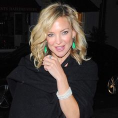 Kate Hudson last night at her Mother Goldie Hawn's fundraiser in London. Structured undone hair texture by me #wendyiles