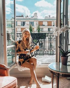 Manila Grace Kimono in Paris - leonie hanne – haute couture Photoshoot Inspiration, Mode Inspiration, Travel Inspiration, Ohh Couture, Travel Pictures Poses, Leonie Hanne, Dubai, Coffee Girl, Coffee Club