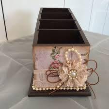 Resultado de imagem para porta correspondência mdfem forma de casa decorado Shabby Chic Kitchen Accessories, Altered Boxes, Sewing Art, Pretty Box, Fabric Painting, Crates, Diy And Crafts, Decorative Boxes, Handmade