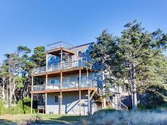 Rockaway $1,962!  small living space, tile, roof deck :) stairs duplex VRBO.com #320752 - Scenic Beach Duplex Sleeps 20 and 1 Dog - Hot Tub & Jacuzzi!