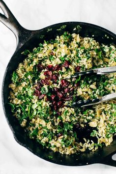 Garlic Kale and Brown Rice Salad with a zippy lemon herb dressing! This side dish recipe is so simple and it compliments almost any main dish! Kale Recipes, Side Dish Recipes, Lunch Recipes, Vegetarian Recipes, Dinner Recipes, Cooking Recipes, Healthy Recipes, Vegetarian Salad, Skillet Recipes