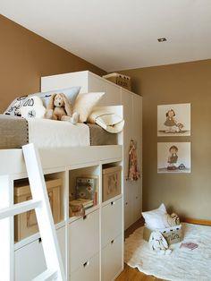 Escalera de la litera y armario. Litera y armario