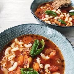 Italiensk suppe Ramen, Italian Soup, Danish Food, Food Crush, Multicooker, Dinner Is Served, Roasted Tomatoes, Tortellini, Yummy Eats