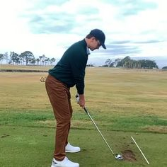 What do you think about his golf swing? Golf Driver Swing, Golf Drivers, Golf Swing Takeaway, Slow Motion Golf Swing, Golf Basics, Golf Stance, Golf Practice, Golf Club Head Covers, Golf Videos