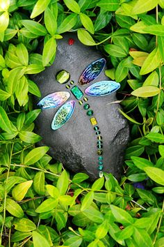 "DragonFly Rocks - mosaic on stone - I was actually looking for stone art pieces with good ""negative space"" and these really caught my eye - beautiful garden accents! (inspiration only) Some other great pieces on the site  ********************************************   DragonflyRocks - #mosaic #dragonfly #rock #art t√"