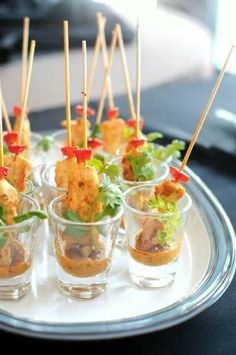 shot glass appetizers - chicken satay A DIY Wedding food Shot Glass Appetizers, Mini Appetizers, Finger Food Appetizers, Appetizer Recipes, Thai Appetizer, Party Recipes, Finger Foods For Party, Finger Food Recipes, Finger Recipe