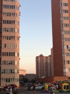Cданные дома / 2-комн., Краснодар, Восточно-Кругликовская ул, 2 740 000 http://krasnodar-invest.ru/vtorichka/2-komn/realty246395.html  Продается 2-комнатная квартира в ЖК Панорама! Квартира на 2 стороны - планировка бабочка, чистовая отделка - электрика розетки выключатели - разводка - все готово- можно клеить обои и жить! Просторная квадратная кухня, планировка удачная без аналогов. Лучший комплекс города, своя инфраструктура, детские сады, школы, развлечения, остановки транспорта…