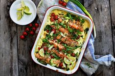 Ovnsbakt ørret med spinat og tomat Shrimp Tacos, Salmon And Shrimp, Grilled Salmon, Food Network Recipes, Food Processor Recipes, Cooking Recipes, Meatless Recipes, Slaw Recipes, Seafood Recipes