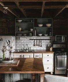 Lorde - Yellow Flicker Beat 🎶🎶 Beautiful Kitchen 📸 @tifforelie 💫