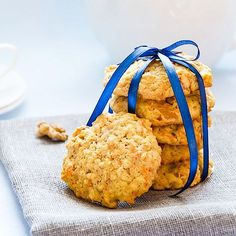 Carrots aren't just for the Easter Bunny! Treat yourself with our heart healthy Carrot Cake Cookies recipe. Dehydrated Vegetables, Dehydrated Food, Oatmeal Cookie Recipes, Oatmeal Cookies, Healthy Carrot Cakes, Healthy Snacks, Low Carb Recipes, Snack Recipes, Carrot Cake Cookies