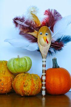 Thanksgiving: DIY Turkey Spoon Puppets #parkerprojectblog #turkey #puppets #kidscraft #holiday #spoon #wooden
