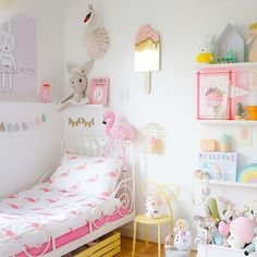 Added some summer feelings to her room today, flamingo bedding by amazing @tiktak_kids More on the blog #ebbasroom