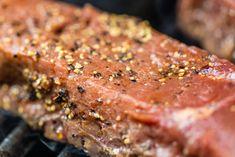 Segui i consigli degli chef de La Scuola de La Cucina Italiana, per insaporire le tue pietanze con delle ottime marinature a base di spezie. Chef, Steak, Food, Essen, Steaks, Meals, Yemek, Eten