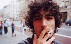 11. Fabrizio Moretti Por que?A imagem, bastante didática, te explica BioNascido no Brasil, toca no Strokes e no Little Joy