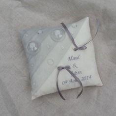 Coussin mariage ivoire et gris perle thème bulles avec broderie personnalisée