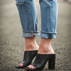 Our Epic Roundup Of Street Style Outfits To Try Now - Perfect mules + denim // Winter Trends, Crazy Shoes, Me Too Shoes, Shoe Boots, Shoes Heels, Denim Heels, Jeans Shoes, Mode Shoes, Open Toe Mules