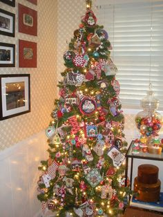 tree with needlepoint ornaments Don Lynch's house (Associated Talents)
