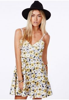 Missguided - Arisa Yellow Skater Dress In Daisy Print Festival Outfits, Festival Fashion, Off Shoulder Romper, Bodysuit Fashion, Playsuit Romper, Womens Fashion Online, Fashion News, Style Fashion, Rompers