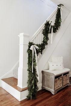 Christmas Stairs Decorations, Christmas Staircase, Christmas Greenery, Farmhouse Christmas Decor, Christmas Bows, Christmas Projects, Christmas Budget, White Christmas, Holiday Fun