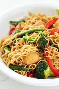 This one-pot chicken and veggie ramen stir-fry has everything you love about takeout noodle dishes, plus nutritional benefits. Make this dish in only a few minutes, but enjoy all the health benefits! Healthy Dinner Recipes, Cooking Recipes, Skillet Recipes, Cooking Gadgets, Skinny Recipes, Pizza Recipes, Healthy Tips, Diet Recipes, Vegetarian Recipes