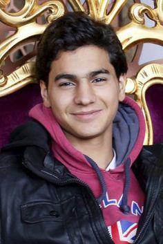 Gli è stato fatale l'ultimo scontro tra ribelli e forze del regime davanti all'ospedale di Aleppo. E' la storia di un ragazzino diventato subito uomo e della sua grande passione per la fotografia. E' lì che ha perso la vita Molhem Barakat fotoreporter 17enne. Le sue foto hanno racconta