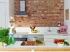 Кирпич в интерьере | Кухонный фартук из кирпича.  Приобретайте старинный кирпич для создания своего лофта www.rrbrick.ru  #старинныйкирпич #имперскийкирпич #loft #лофт #кирпичручнойформовки