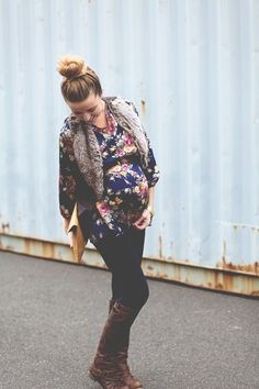 Top knot, tunic, leggings, boots. #maternitystyle