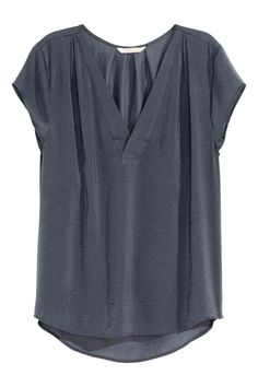 H&M V-neck Satin Blouse - Dark gray - Ladies - ShopStyle Shortsleeve Tops Casual Outfits, Cute Outfits, Stitch Fix Outfits, Dress Me Up, Casual Chic, Fashion Online, Style Me, How To Wear, Fashion Design