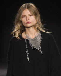Le collier bandana d'Isabel Marant http://www.vogue.fr/joaillerie/tendance-des-podiums/diaporama/fashion-week-automne-hiver-2014-2015-tendances-bijoux-fw14/17758/image/979234#!tendances-bijoux-fashion-week-automne-hiver-2014-2015-isabel-marant
