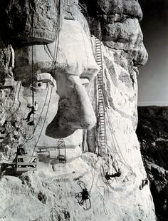 Tethered by ropes to the rocky surface of Mount Rushmore in South Dakota, workers in 1937 put the finishing touches on the face of Abraham Lincoln. The link provides some fact about that National Monument. Monte Rushmore, South Dakota, Old Pictures, Old Photos, National Geographic, Interesting History, Interesting Photos, Historical Pictures, World History