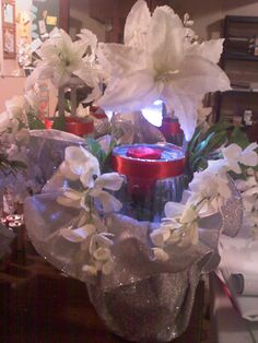Centerpiece with spinning red rose in the center