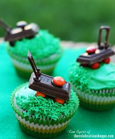 Making these lawn mower-inspired cupcakes for Father's Day won't be a chore.