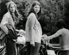 Girls-of-Woodstock,-1969-(12)