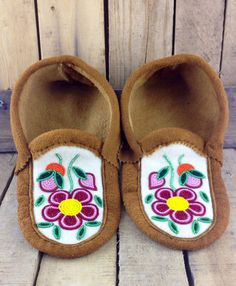 Red and Pink Beaded Flowers on Hand Tanned Moose Hide Slippers Beaded Flowers Patterns, French Beaded Flowers, Beading Patterns, Floral Patterns, Beading Ideas, Native Beadwork, Native American Beadwork, Native American Moccasins, Beaded Moccasins