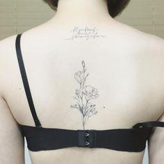 healed  one year ago .. .  일년전 작업이  발색이 완료된 상태 입니다 .  #tattoo#tattoos#tattooing#tattoowork#tattooart#flowertattoo#rosetatoo#blackwork#backtattoo#art#artist#타투#꽃타투#등타투#리시얀셔스#타투이스트 꽃#tattooistflower