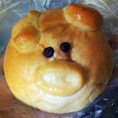 say oink!!! (sisig bun from breadtalk)
