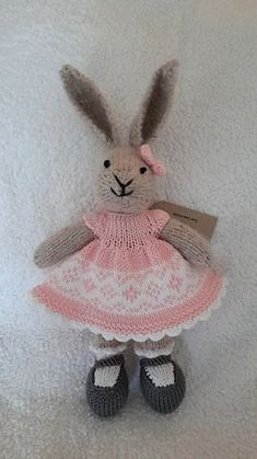 Ravelry: suemlaw's little cotton rabbit knitted bunnies, knitted animals, knitted dolls, crochet Knitted Bunnies, Knitted Animals, Knitted Dolls, Crochet Dolls, Bunny Rabbits, Crochet Gifts, Knitting Stitches, Baby Knitting, Knitting Ideas