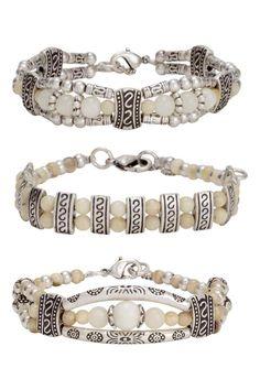 Bracciali, 3 pz: Bracciali in cordoncino di cotone con perline di plastica e decorazioni in metallo anticato. Lunghezza regolabile 16-18,5 cm.