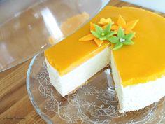Parhaista parhain Mangojuustokakku on raikas ja täyteläinen hyydytettävä juustokakku, joka maistuu melkein poikkeuksetta kaikille juhlapöydässä. Sweet Pastries, Sweet Life, Cheesecakes, Coffee Shop, Sweet Tooth, Goodies, Food And Drink, Menu, Pudding
