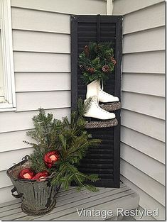 86 Totally Inspiring Christmas Porch Decoration Ideas on a Budget Noel Christmas, Primitive Christmas, Outdoor Christmas, Country Christmas, Winter Christmas, Christmas Wreaths, Christmas Front Porches, Winter Porch, Modern Christmas