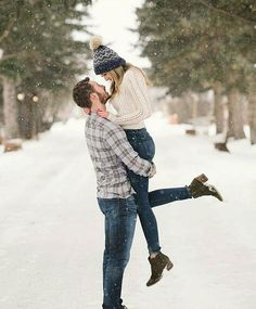 Warm sweaters, fluffy hats, and pretty winter shoo. Warm sweaters, fluffy hats, and pretty winter shoo… – canadian fluffy Hats pretty shoo canadian fluffy hats pretty shoo sweaters warm winter winteranimals winterbasteln Winter Couple Pictures, Winter Engagement Pictures, Engagement Photo Outfits, Winter Pictures, Engagement Pics, Winter Engagement Photography, Christmas Engagement Photos, Winter Family Photos, Country Engagement