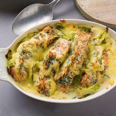 Spitzkohl gart schneller als normaler Weißkohl und ist sehr gut verträglich. Sein feines Aroma passt prima zu Fisch.